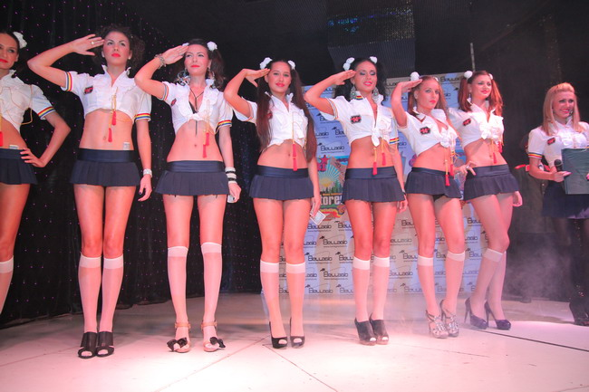 Scolaritele obraznice au defilat de 1 mai la parada modei! FOTO INCENDIAR!
