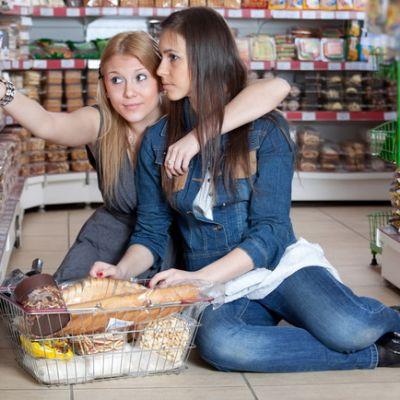Pentru o alimentatie sanatoasa, invata sa citesti etichetele alimentelor! VIDEO