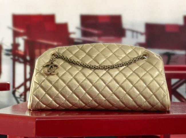 Посмотреть сумки и клатчи Chanel 2013-2014 на нашем сайте.