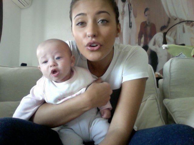Asa mama, asa fiica: Ce draguta e fetita Antoniei!