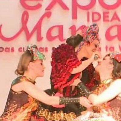 Anna Lesko, in tandreturi cu dansatoarele in concert! VIDEO