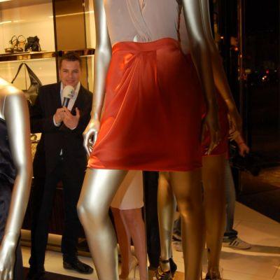 Gucci si-a marcat venirea in Romania cu haine scumpe si acte de caritate