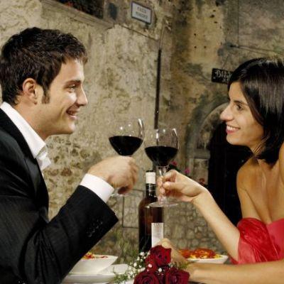 Spune si tu! Cine ar trebui sa plateasca la prima intalnire: barbatul sau ar trebui sa se imparta consumatia la doi?