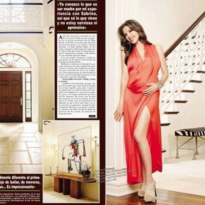 Thalia si-a etalat sarcina pe coperta unei reviste