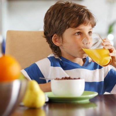 Sucuri acidulate, cereale și produse light? 3 motive pentru care copilul tău nu trebuie să le consume