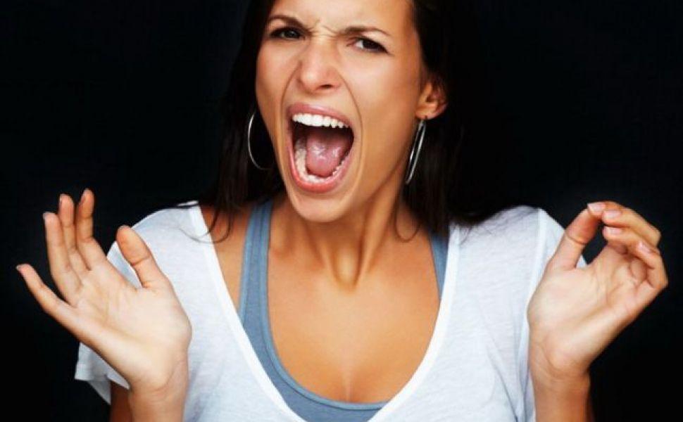 La ginecolog:  admirata  pe masa de consultatie de tot coridorul spitalului si tratata ca o ciudatenie  ca e virgina