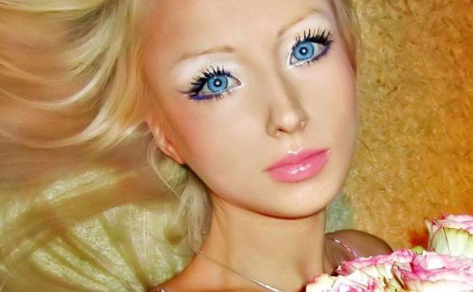 Barbie exista in realitate! O ucraineanca de 21 de ani seamana leit cu celebra papusa GALERIE FOTO