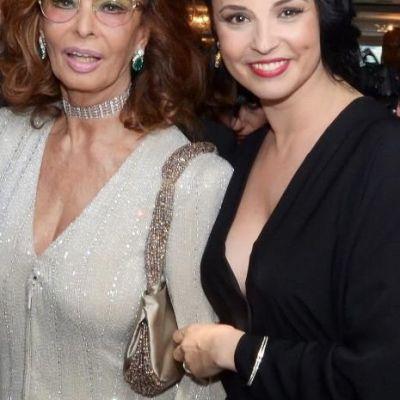 Andreea Marin Banica s-a fotografiat cu una din marile frumuseti ale lumii - Sophia Loren. Vezi ce i-a spus aceasta
