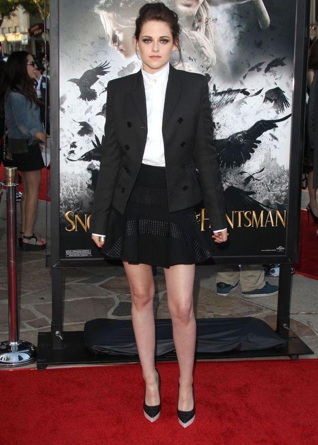 Kristen Stewart, aparitie androgina pe covorul rosu. Hit sau miss?