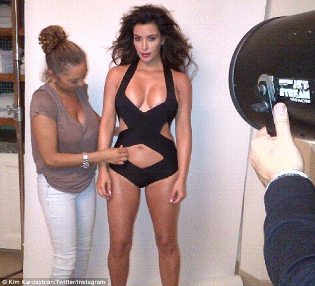 Kim Kardashian, mandra de corpul ei: le-a aratat fanilor poze neretusate de la o sedinta foto