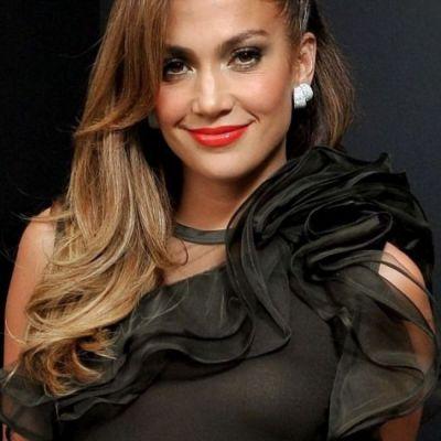 Jennifer Lopez s-a tuns bob! Iti place cum ii sta? FOTO