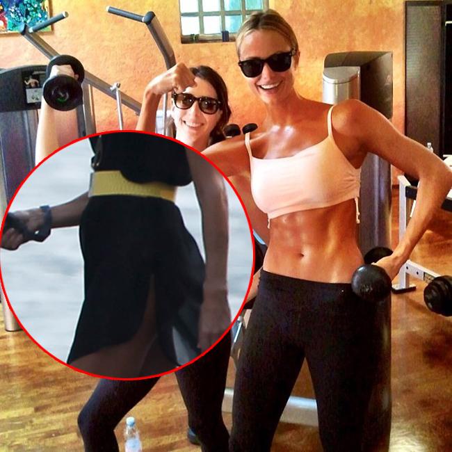 Iubita lui George Clooney, Stacy Keibler, dezminte zvonurile ca ar fi insarcinata dezvaluindu-si abdomenul perfect