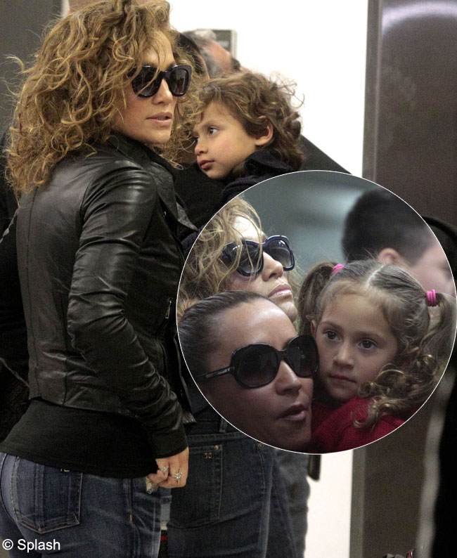 Adorabil! Diva Jennifer Lopez, mamica dedicata in timpul turneului mondial. Vezi cat de simpatici sunt gemenii ei