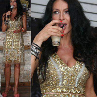 Mihaela Radulescu, aparitie sexy intr-o rochie aurie. Vezi cum se mentine in forma pe timp de vara