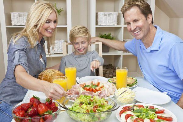 Cina in familie, moment de bucurie pentru parinti si copii