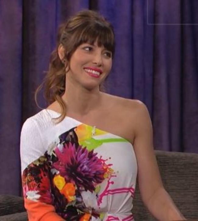 Jessica Biel a uimit cu aceasta tinuta surprinzatoare. Vezi rochia care i-a cucerit pe telespectatorii americani