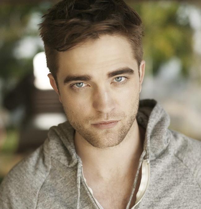 Robert Pattinson a inlocuit-o deja pe Kristen Stewart? Cum arata si cine este noua iubita