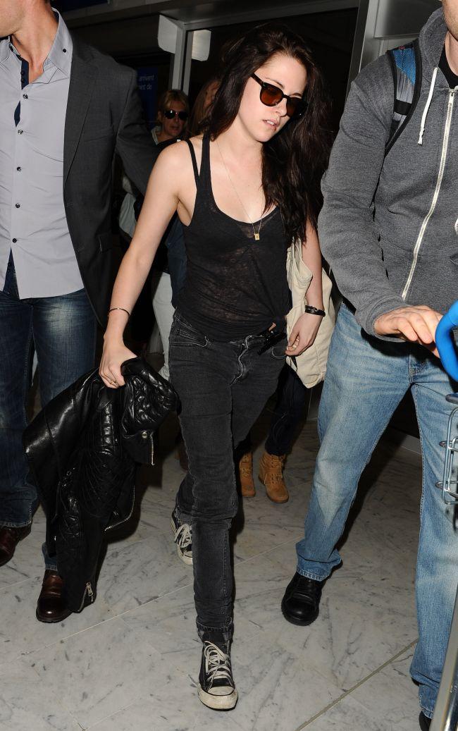 Reactia lui Kristen Stewart dupa ce s-a aflat ca l-a inselat pe Robert Pattinson. Ce a facut actrita in plina strada