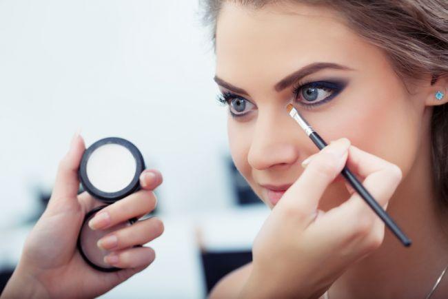 Cum sa aplici corect fardul de ochi