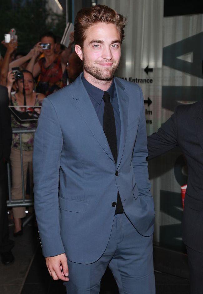 Robert Pattinson, mai sexy ca niciodata la prima iesire in public dupa scandalul cu Kristen Stewart. Vezi ce a declarat in primul interviu dupa incident VIDEO
