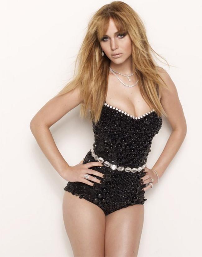 Toate femeile ar vrea sa arate ca ea, dar americanii o considera grasa. Cine este vedeta care da peste cap standardele de frumusete
