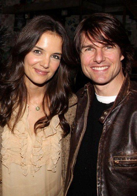 Divortul anului s-a oficializat. Ce suma trebuie sa-i plateasca Tom Cruise fostei sotii pentru cresterea lui Suri, copilului lor