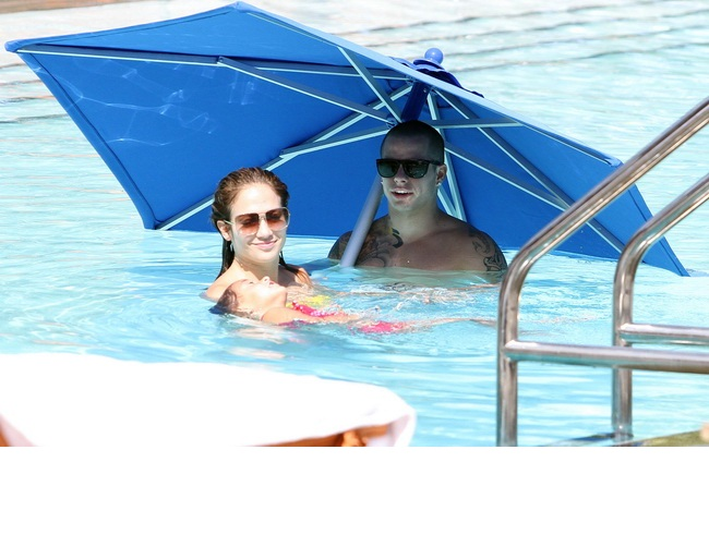 Jennifer Lopez, superba in costum de baie la 40 de ani. Uite cum arata diva latino in bikini, fara pic de Photoshop