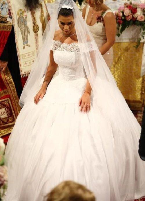 Elena Basescu, mireasa in stilul lui Kate Middleton. Vezi imagini cu rochia ei si poze exclusive de la petrecere