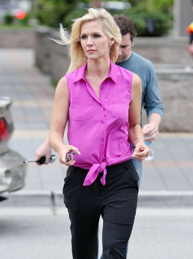 Kelly din Beverly Hills s-a dezbracat de inhibitii si a renuntat la Photoshop. Uite ce ascundea actrita de 40 ani sub haine