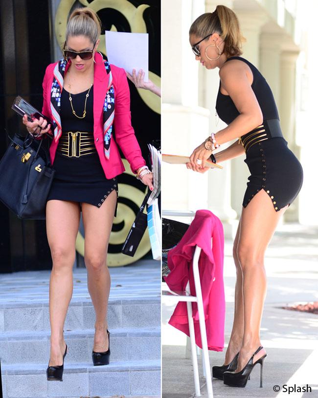 Cea mai indecenta fusta, purtata de cea mai sexy americanca. Vezi aparitia care a socat pe strazile din Miami