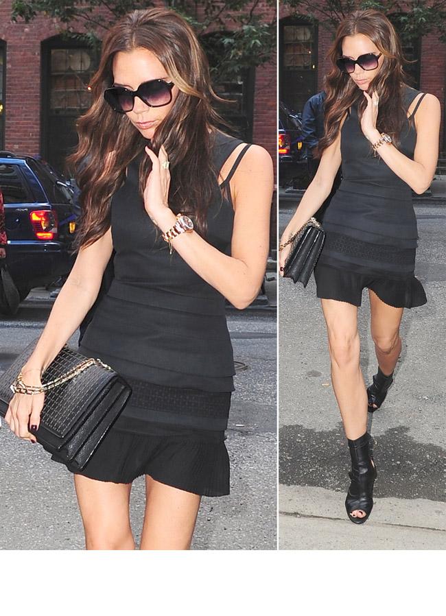 Victoria Beckham, mult prea slaba pentru aceasta rochie mini. Vezi cum a aparut pe podium la finalul prezentarii noii sale colectii