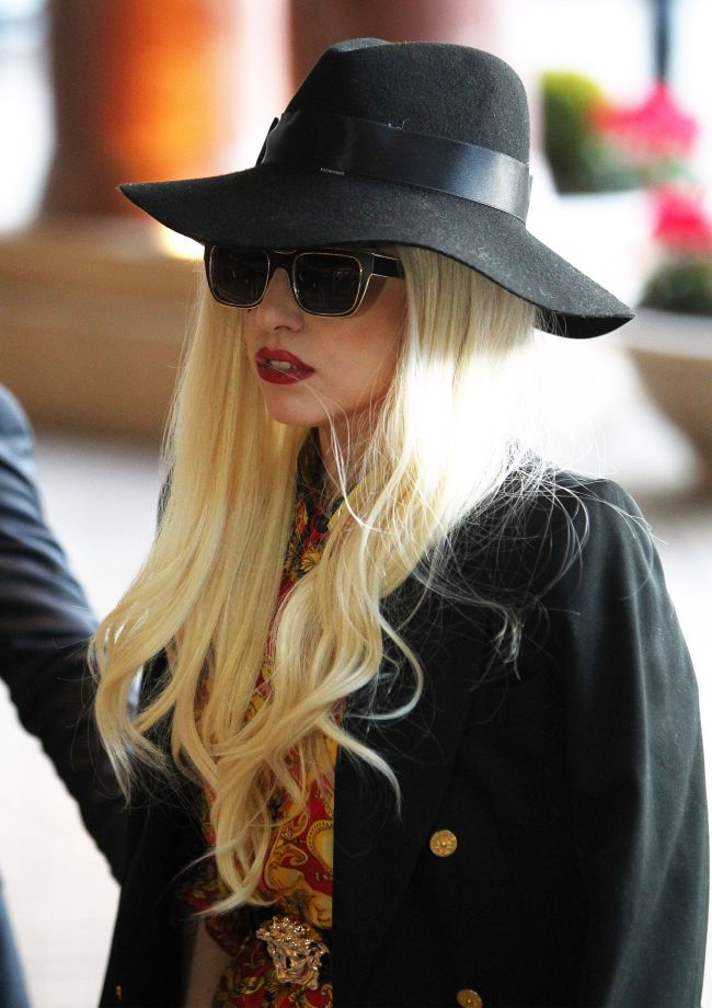 I-au ajuns 2 saptamani de normalitate. Lady Gaga si-a facut o noua schimbare dramatica de look