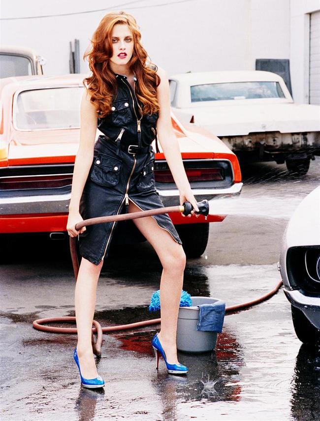 Kristen Stewart a primit acest rol la 17 ani, dar a trebuit sa astepte majoratul ca sa-l joace. Vezi imaginile provocatoare