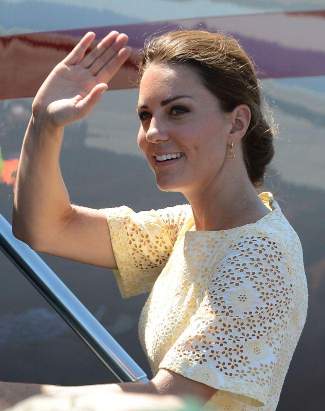 A declarat razboi Familiei Regale! Revista Chi publica noi imagini cu Kate Middleton goala. Vezi ce au surprins italienii