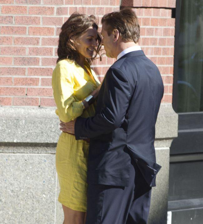 Cum te impaci cu sotia dupa ce te vede sarutandu-te cu alta femeie? Vezi ce a facut Alec Baldwin