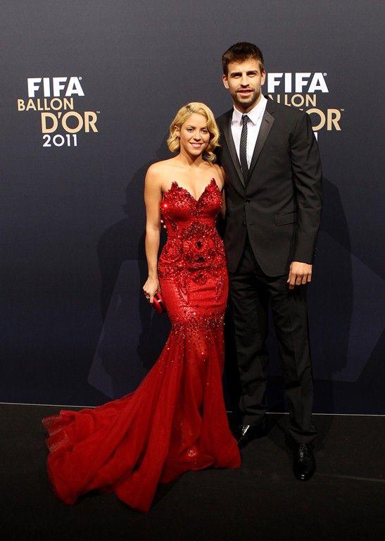 Shakira este in culmea fericirii. Cantareata a marturisit ca asteapta primul copil impreuna cu iubitul sau, Gerard Pique