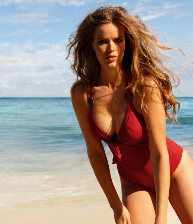Are forme generoase, dar a devenit model. Vezi cum arata Robyn Lawley, tanara care schimba lumea modei
