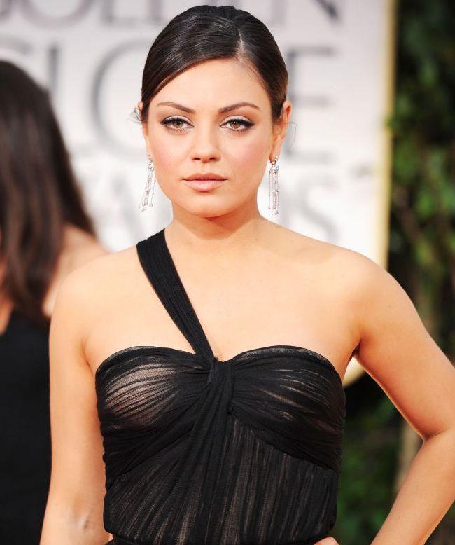 Mila Kunis, ingrijorata ca o alta femeie s-ar putea sa-i fure iubitul. Vezi ce reguli i-a impus lui Ashton pentru relatia cu partenerele de platou