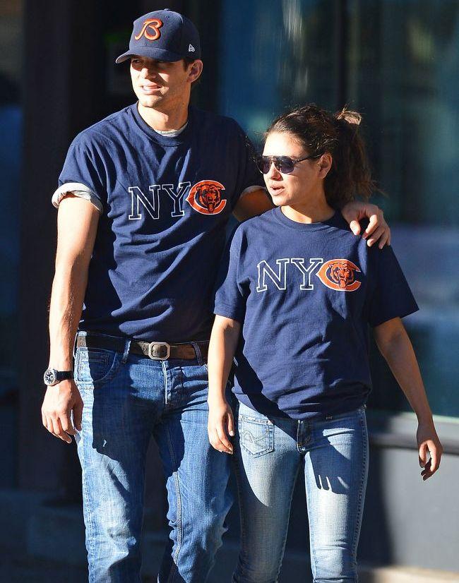 Perechea perfecta: Mila si Ashton ies la plimbare in jeansi si tricouri identice