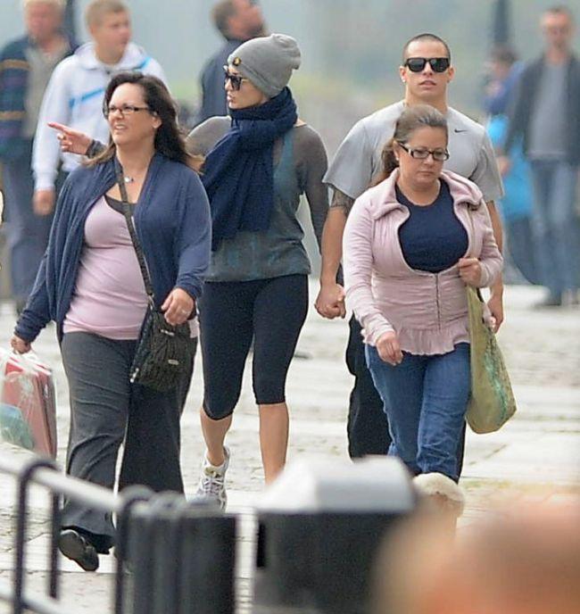 Jennifer Lopez s-a plimbat cu iubitul ei intr-un oras din Polonia. Vezi de ce nimeni n-a intors capul dupa ea