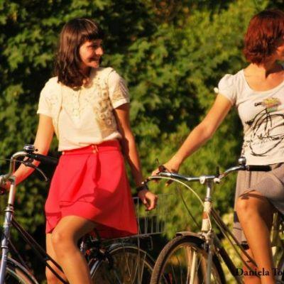 Femei in CTRL: Andreea Toader si Oana Deliu, surorile care au transformat mersul pe bicicleta intr-o miscare nationala cool