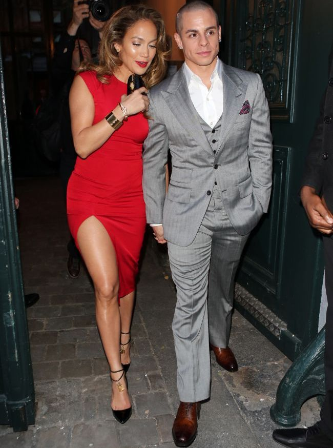 Jennifer Lopez strange fonduri pentru Barack Obama intr-o rochie cu un slit provocator