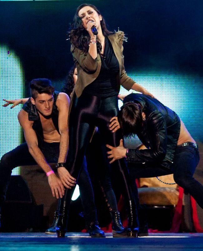 Andra, scene incendiare la Media Music Awards: ipostazele sexy in care a aparut cu dansatorii in fata a mii de oameni