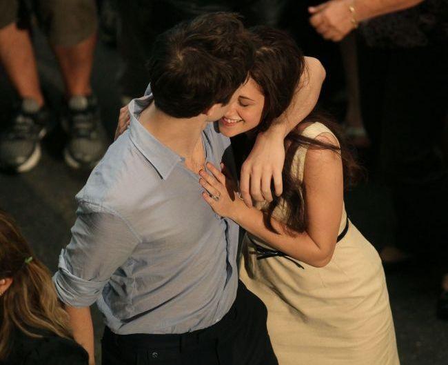 Kristen Stewart si Robert Pattinson sunt din nou impreuna datorita unei persoane. N-o sa ghicesti niciodata despre cine este vorba!