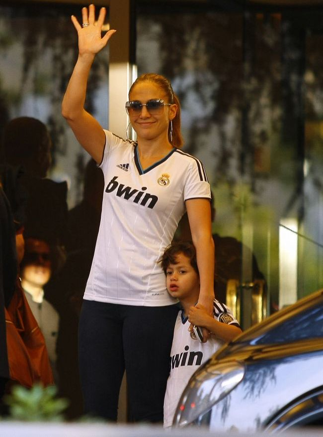 J.Lo, sexy mama pe strazile din Madrid. Uite cat de bine arata in viata de zi cu zi diva latino de 43 de ani