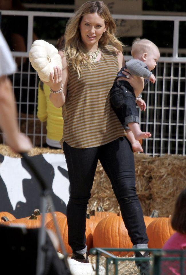 Hilary Duff isi revine la forma fizica de dinainte de sarcina. Paparazzi au surprins-o la cumparaturi cu sotul si fiul ei, Luca