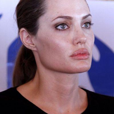 Angelina Jolie, departe de femeia fatala de alta data: picioare scheletice, maini extrem de subtiri cu venele umflate FOTO
