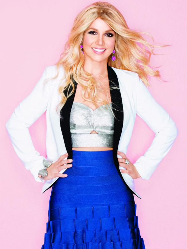 Britney Spears, cu o peruca bizara si fata deformata de Photoshop pe coperta unei reviste