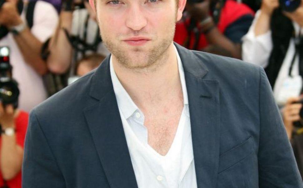 Reactia neasteptata a lui Robert Pattinson la intrebarea:  Te-ai impacat cu Kristen Stewart? . Cum a raspuns actorul