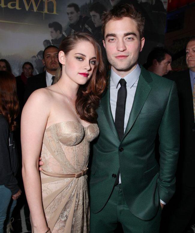 Intalnirea de care Kristen Stewart a fugit 3 ani! Actrita din Twilight si-a schimbat rochia transparenta ca sa o cunoasca pe mama lui Robert Pattinson